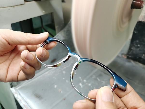 佛山衍诚眼镜揭秘:眼镜框的不同材质优点分析