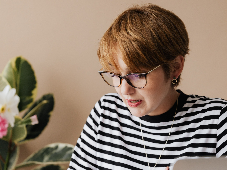 如何挑选合适自己的眼镜框架?