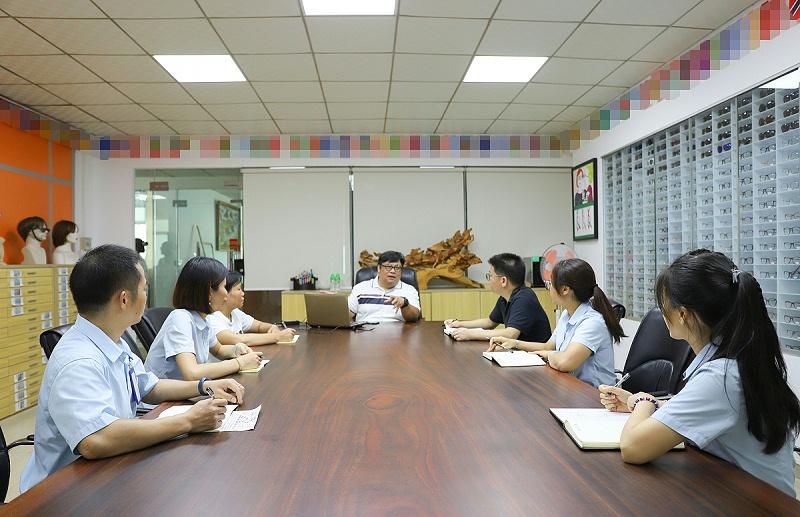 衍诚眼镜-公司会议