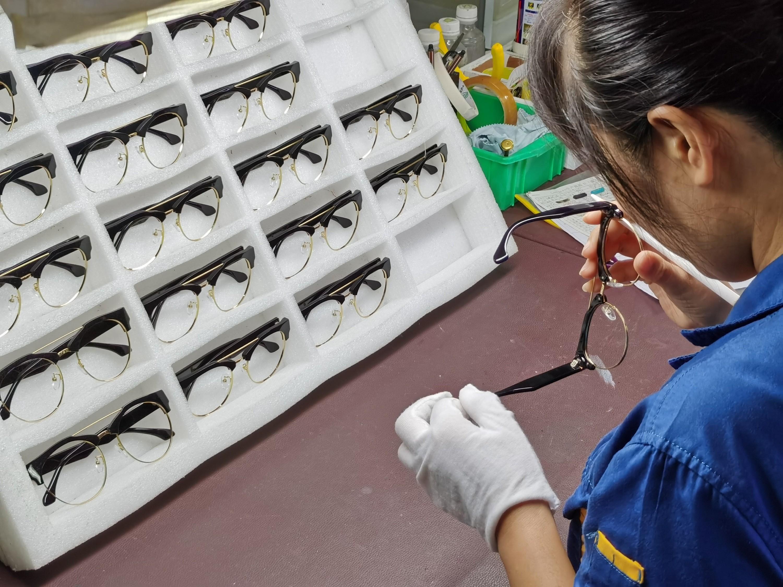 眼镜OEM代工厂教你两招眼镜是否合格