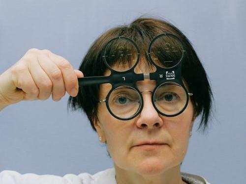 广东眼镜工厂分享高度近视患者应该注意的6大基本关注