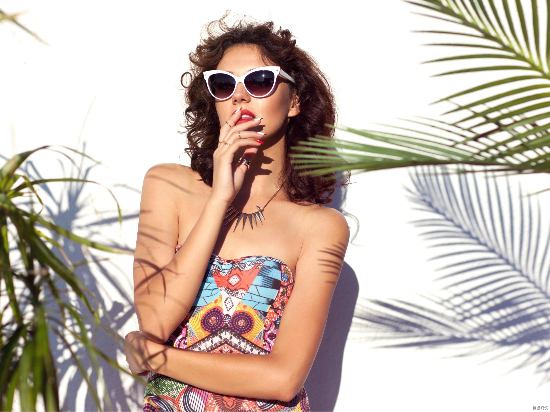 眼镜厂家为大家讲解近视群体该怎样佩戴太阳眼镜?
