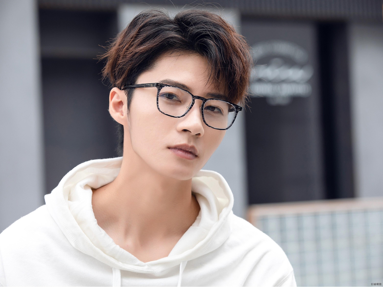为什么需要佩戴防蓝光眼镜?