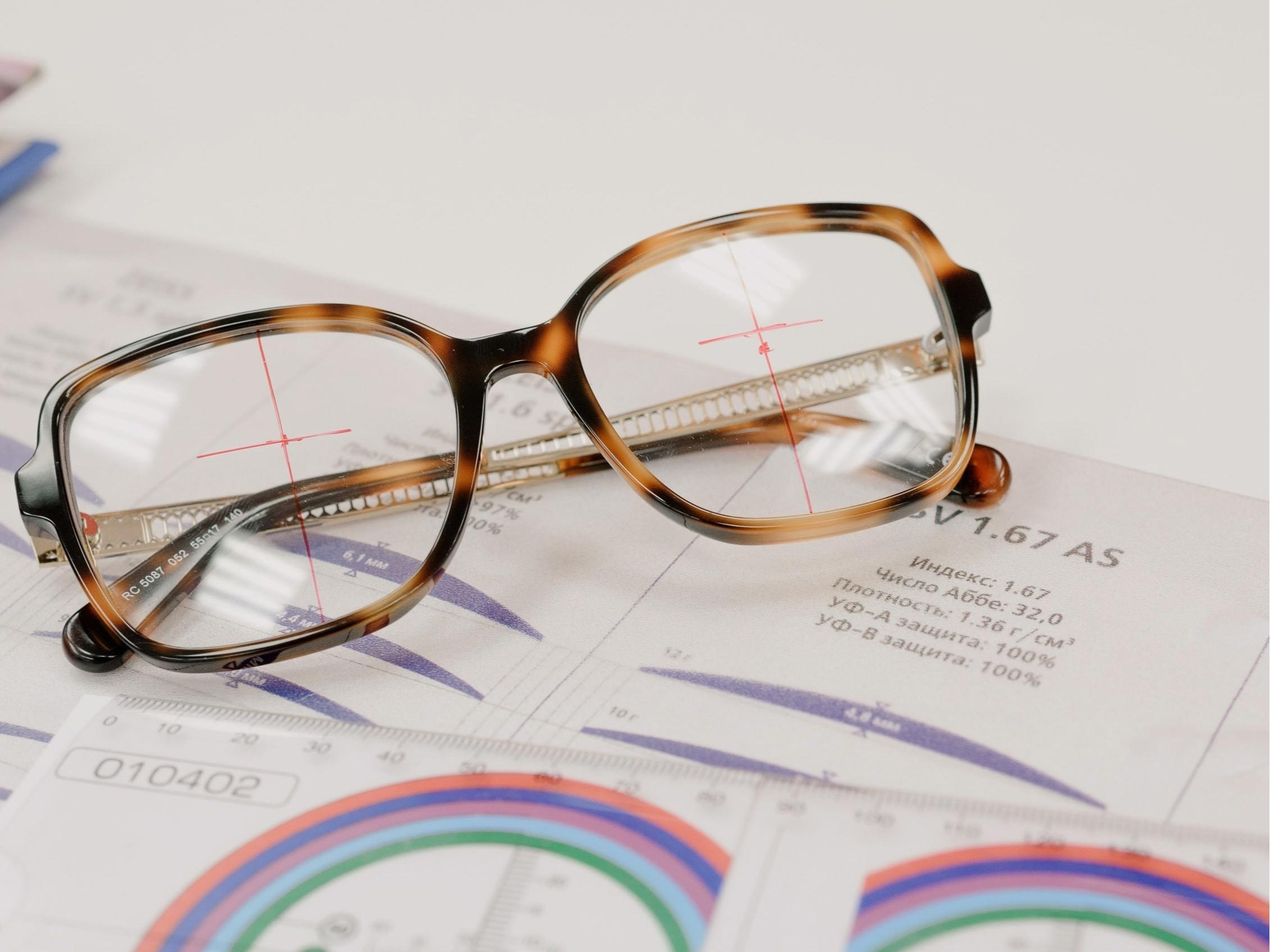 佩戴隐形眼镜与框架眼镜哪个会好点?
