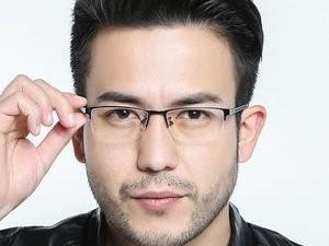 商务人士配戴什么类型的眼镜框才凸显出气场?(2)