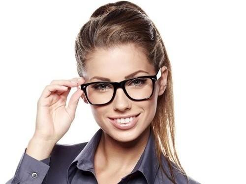 商务人士配戴什么类型的眼镜框才凸显出气场(1)
