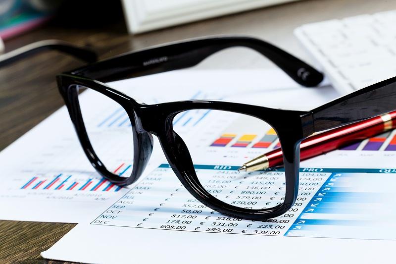 眼镜厂家告知大家配戴劣质的眼镜对双眼有哪些危害?
