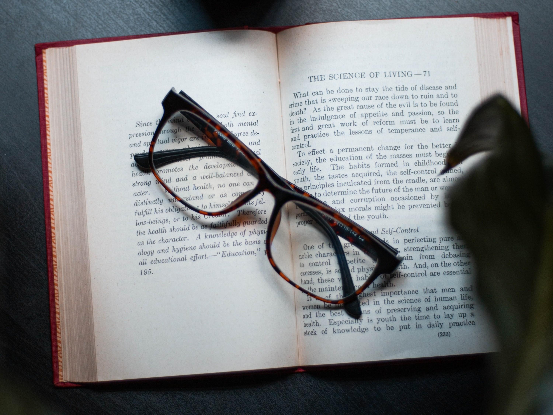 衍诚眼镜:眼镜保养知识大全